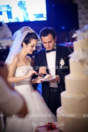 Bora Ucak-Düğün pastası yerken...Bora Uçak