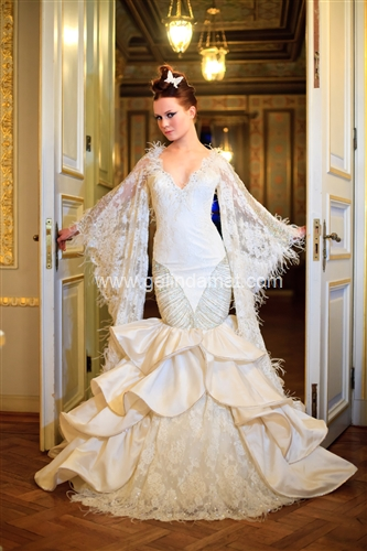 Beyaz Moda Kolu dantelli gelinlik modeli