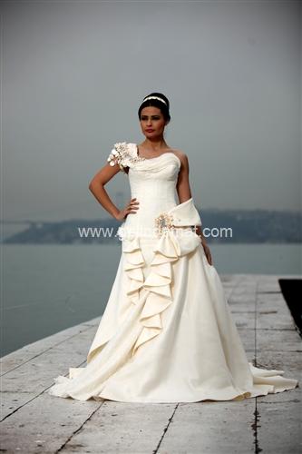 Beyaz Moda Evi gelinlik modeli