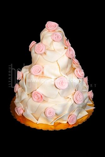 pembe çiçekli düğün pastaları