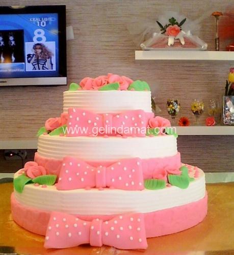 üç katlı düğün pastası