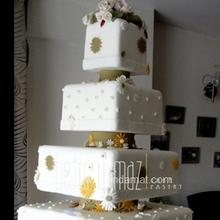 beş katlı çiçekli pastalar