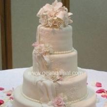 4 katlı beyaz düğün pastası