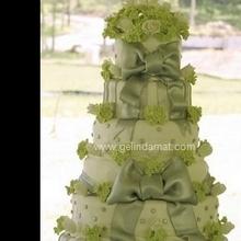 yeşil kurdaleli çok katlı pasta