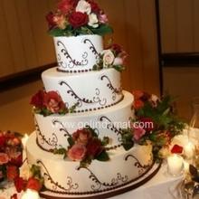4 katlı beyaz çiçekli pasta1