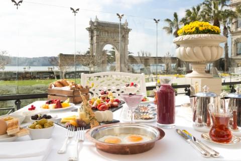 çırağan palace kempinski istanbul laledan restoran kahvaltı