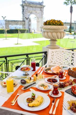 çırağan palace kempinski istanbul laledan restoran kahvaltı 1